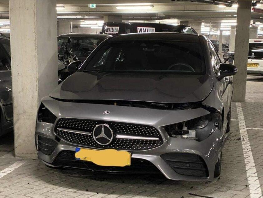 Vier auto's gestript in parkeergarage